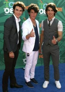 jonas-brothers-picture_472x661.0.0.0x0.432x606